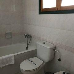 Отель ApartHotel Voramar Испания, Кала-эн-Форкат - отзывы, цены и фото номеров - забронировать отель ApartHotel Voramar онлайн ванная