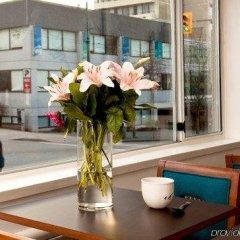 Отель Greenbrier Hotel Канада, Ванкувер - отзывы, цены и фото номеров - забронировать отель Greenbrier Hotel онлайн гостиничный бар