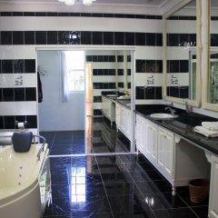 Отель All Nations Guesthouse в номере фото 2