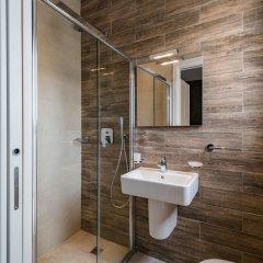 Отель Saint Julian's - Spinola Bay Apartment Мальта, Сан Джулианс - отзывы, цены и фото номеров - забронировать отель Saint Julian's - Spinola Bay Apartment онлайн ванная
