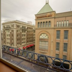 Отель The Bedford Regency Hotel Канада, Виктория - отзывы, цены и фото номеров - забронировать отель The Bedford Regency Hotel онлайн балкон