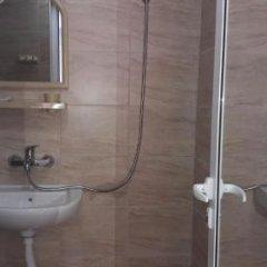 Отель Dracena Guesthouse Болгария, Равда - отзывы, цены и фото номеров - забронировать отель Dracena Guesthouse онлайн ванная