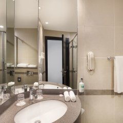 Отель Holiday Inn Express Dubai Airport ОАЭ, Дубай - - забронировать отель Holiday Inn Express Dubai Airport, цены и фото номеров ванная