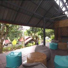 At Lanta Hostel бассейн