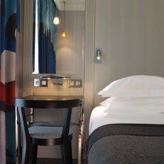 Отель Les Matins De Paris сейф в номере