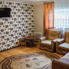 Гостиница Коттедж Уютный в Ае отзывы, цены и фото номеров - забронировать гостиницу Коттедж Уютный онлайн Ая комната для гостей