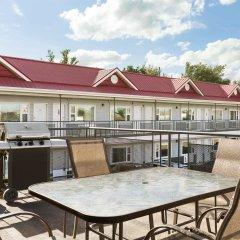 Отель Thriftlodge Saskatoon балкон