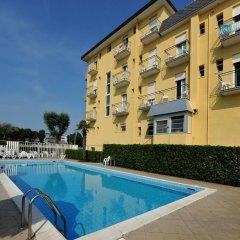 Hotel Biagini Римини бассейн