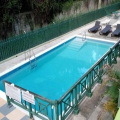 Pineapple Court Hotel бассейн