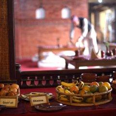 Отель Kantipur Temple House Непал, Катманду - 1 отзыв об отеле, цены и фото номеров - забронировать отель Kantipur Temple House онлайн гостиничный бар
