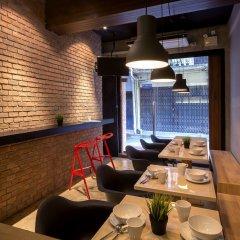 Siam Mitr Hostel Бангкок гостиничный бар