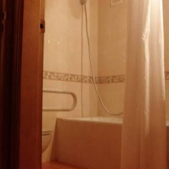 Отель Hostal La Torre Испания, Сантандер - отзывы, цены и фото номеров - забронировать отель Hostal La Torre онлайн ванная фото 2