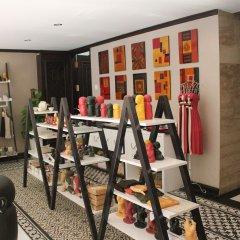 Golden Lotus Luxury Hotel развлечения
