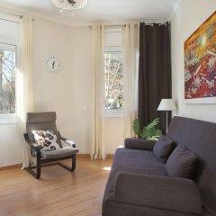 Отель Aptos Alcam Alio Барселона комната для гостей