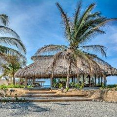 Отель Marea Beachfront Villas Мексика, Коакоюл - отзывы, цены и фото номеров - забронировать отель Marea Beachfront Villas онлайн пляж фото 2