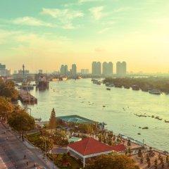 Отель Renaissance Riverside Hotel Saigon Вьетнам, Хошимин - отзывы, цены и фото номеров - забронировать отель Renaissance Riverside Hotel Saigon онлайн приотельная территория
