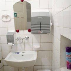 Отель Red Nose - Hostel Латвия, Рига - 9 отзывов об отеле, цены и фото номеров - забронировать отель Red Nose - Hostel онлайн ванная