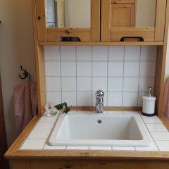 Отель Hagbackens Gård Bed & Breakfast Эребру ванная