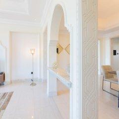 Отель Maison Privee - Burj Khalifa Community Дубай комната для гостей