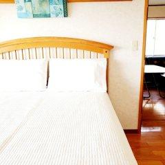 Апартаменты Umi No Mieru Apartment Центр Окинавы комната для гостей фото 5