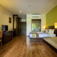 Отель Crown Lanta Resort & Spa Ланта сейф в номере
