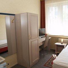 Отель Berg Германия, Кёльн - 12 отзывов об отеле, цены и фото номеров - забронировать отель Berg онлайн комната для гостей фото 2