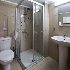 Les Palmiers Beach Hotel in Larnaca, Cyprus from 124$, photos, reviews - zenhotels.com bathroom