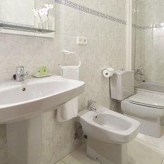 Апартаменты Marina Playa Apartment by FeelFree ванная