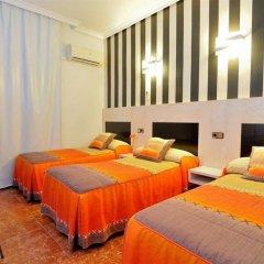 Отель Hostal Castilla I Испания, Мадрид - отзывы, цены и фото номеров - забронировать отель Hostal Castilla I онлайн комната для гостей фото 5