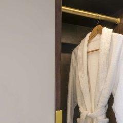 Отель Fairmont Rey Juan Carlos I Барселона сейф в номере