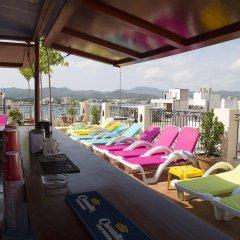 Отель Hostal Ferrer Испания, Сан-Антони-де-Портмань - отзывы, цены и фото номеров - забронировать отель Hostal Ferrer онлайн бассейн фото 2