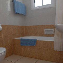Отель Maistros Hotel Apartments Кипр, Протарас - отзывы, цены и фото номеров - забронировать отель Maistros Hotel Apartments онлайн ванная