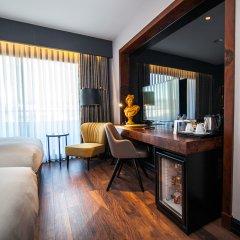 DoubleTree by Hilton Hotel Izmir Airport Турция, Измир - отзывы, цены и фото номеров - забронировать отель DoubleTree by Hilton Hotel Izmir Airport онлайн удобства в номере фото 2
