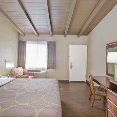 Отель Super 8 by Wyndham Los Angeles-Culver City Area комната для гостей фото 2