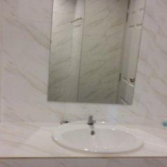 Отель DEE DEE Mansion Airport Таиланд, Такуа-Тунг - отзывы, цены и фото номеров - забронировать отель DEE DEE Mansion Airport онлайн ванная