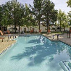 Отель Arizona Charlie's Boulder - Casino Hotel, Suites, & RV Park США, Лас-Вегас - отзывы, цены и фото номеров - забронировать отель Arizona Charlie's Boulder - Casino Hotel, Suites, & RV Park онлайн бассейн фото 3