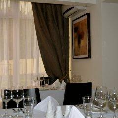 Отель New Brookfields Hotel Сьерра-Леоне, Фритаун - отзывы, цены и фото номеров - забронировать отель New Brookfields Hotel онлайн питание