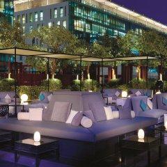 Отель The Ritz-Carlton, Dubai International Financial Centre ОАЭ, Дубай - 8 отзывов об отеле, цены и фото номеров - забронировать отель The Ritz-Carlton, Dubai International Financial Centre онлайн бассейн фото 2