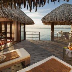 Отель The St Regis Bora Bora Resort Французская Полинезия, Бора-Бора - отзывы, цены и фото номеров - забронировать отель The St Regis Bora Bora Resort онлайн балкон