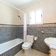 Отель Casa Joli, Tossal Gros - Three Bedroom Испания, Фуэнте-Энкаррос - отзывы, цены и фото номеров - забронировать отель Casa Joli, Tossal Gros - Three Bedroom онлайн ванная