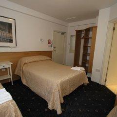 Ridgemount Hotel сейф в номере