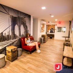 Jazz on Columbus Circle Hostel интерьер отеля