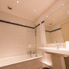 Отель Hôtel Charlemagne Франция, Лион - 1 отзыв об отеле, цены и фото номеров - забронировать отель Hôtel Charlemagne онлайн ванная фото 2