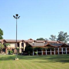 Отель Ashok Country Resort спортивное сооружение
