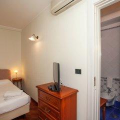Отель Zodiacus Бари сейф в номере