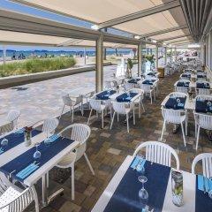 Отель 4R Miramar Calafell гостиничный бар