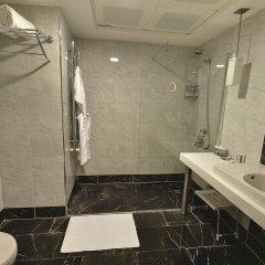 The Hotel Beyaz Saray & Spa Турция, Стамбул - 10 отзывов об отеле, цены и фото номеров - забронировать отель The Hotel Beyaz Saray & Spa онлайн ванная