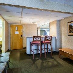 Отель Clarion Inn and Summit Center в номере