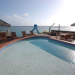 Отель San Bar 6BR by Jamaican Treasures бассейн