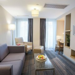 Апартаменты Housez Suites and Apartments - Special Class комната для гостей фото 5